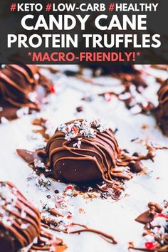 These Candy Cane Protein Truffles are the perfect Christmas party treat. They are super healthy, low-calorie, low-carb, gluten-free, and even keto! Frozen Chocolate, Sugar Free Chocolate, Mint Chocolate, Protein Cake, Whey Protein, Protein Muffins, Protein Cookies, Healthy Protein, Protein Snacks