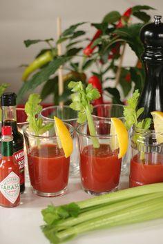 Baari on auki!  #PartyLite #Kynttiläpurkit #kierrätys #drinkki #Bloodymary