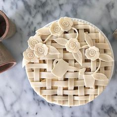 How does your garden grow? 🌸🌿 A pretty pie top by featuring our Floral Pie Crust Cutters. Shop link in bio. Creative Pie Crust, Beautiful Pie Crusts, Pie Crust Designs, Pie Decoration, Pies Art, Baked Pie Crust, Holiday Pies, Pie Tops, No Bake Pies