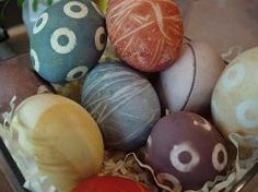 Egg Dyeing with natural coloring from fruits and vegetables.
