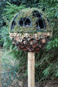 to build a Bug Hotel :: Garden activities for curious kids Bug Ball Topiary Tree from Wildlife Gadgetman - a whole new take on the bug hotel!Bug Ball Topiary Tree from Wildlife Gadgetman - a whole new take on the bug hotel! Diy Garden, Garden Crafts, Dream Garden, Garden Projects, Garden Art, Garden Landscaping, Garden Types, Garden Planters, Landscaping Ideas