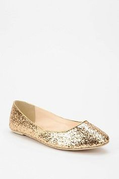who wouldn't want gold sparkly flats? would look really cute with darks jeans and a white top with blush cardigan!