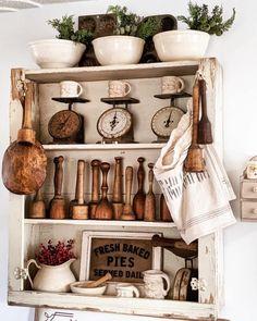 Vintage Kitchen Decor, Farmhouse Kitchen Decor, Kitchen Interior, Kitchen Design, Vintage Farmhouse Decor, Vintage Decor, Modern Farmhouse, Farmhouse Style, Kitchen Display Cabinet