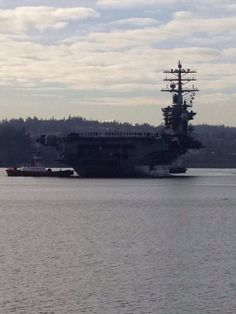 USS Nimitz pulling into port | USS Nimitz (CVN 68) Homecoming to Everett, WA 12/16/2013 after 8 mo deployment.