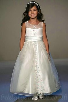 Organza Sheer Common Customized Handmade Embroidery Girls Party Dresses