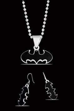 Collar y Aretes de Batman DC Comics. Si quieres ver mas accesorios de #DCcomics, checa nuestro link donde tenemos los mejores modelos listos para ti con envíos a todo #Mexico.