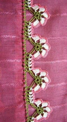 125 diagnosis players writing edges all beautiful Crochet Lace Edging, Crochet Borders, Crochet Flower Patterns, Crochet Flowers, Embroidery Jewelry, Hand Embroidery, Saree Kuchu Designs, Fabric Paint Designs, Embroidered Clothes