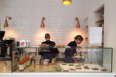 Restaurant Café Smörgås: 11, rue du Château-d'Eau Paris (75010) - TÉL : +33 1 40 40 20 46 - MÉTRO : République, Jacques Bonsergent, Château d'Eau - Smörgås 4,80 €, formule petit déjeuner 7 € (de 8h à 10h30), formules déjeuner 10 à 15 €
