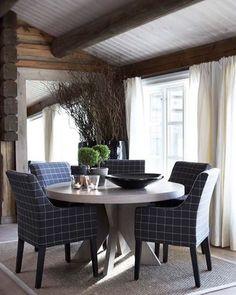 Stockholm Vitt - Interior Design: Ski Cabin a la Slettvoll Cabin Interiors, Wood Interiors, Kitchen Sitting Areas, Ski Lodge Decor, Interior Architecture, Interior Design, Modern Rustic Homes, Luxury Cabin, White Ceiling