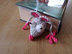 "Kreatívny Magazín: Háčkovaná záložka ""Myš"" Dinosaur Stuffed Animal, Crochet Necklace, Knitting, Crafts, Animals, School, Ideas, Decor, Amigurumi"