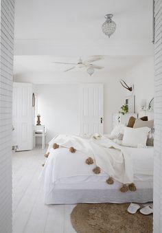 All white bohemian bedroom all white inspired home home management bedroom white bedroom and home de Bohemian Bedrooms, Coastal Bedrooms, Modern Bedroom Decor, Bedroom Furniture, Bedroom Ideas, Contemporary Bedroom, Bedroom Designs, White Bedrooms, All White Bedroom