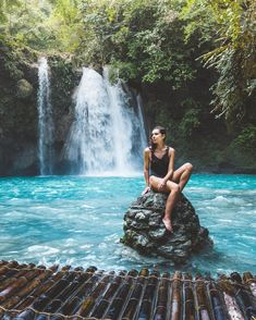 Kawasan Falls, one of Philippines many wanders 😉🌈 I couldn't dream up these scenes we've been adventuring here in Philippines. ⠀⠀⠀⠀⠀⠀⠀⠀⠀⠀⠀⠀⠀⠀⠀⠀⠀⠀ - We are arriving soon to El Nido. any tips or some hidden beaches to explore? Autumn Photography, Travel Photography, Photography Ideas, Travel Around The World, Around The Worlds, Kawasan Falls, Easy Jet, Philippines Travel, Cebu