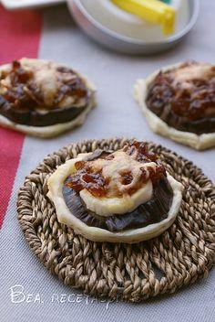 Montadito de berenjena, queso de cabra y cebolla caramelizada | Recetas de cocina fáciles y sencillas | Bea, recetas y más