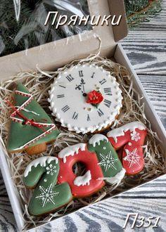Christmas/new year cookies Christmas Sugar Cookies, Christmas Sweets, Noel Christmas, Christmas Goodies, Christmas Baking, Gingerbread Cookies, Fancy Cookies, Iced Cookies, Cookies Et Biscuits