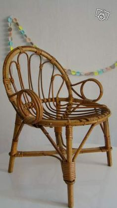 Kids Room Art, Kids Rooms, Art For Kids, Rattan Armchair, Kids Laughing, Treasure Boxes, Vintage Children, French Vintage, Accent Chairs