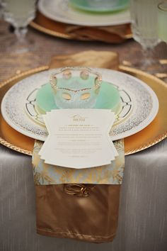 Mint and gold place setting- have separate colours and mix them up for different colour schemes