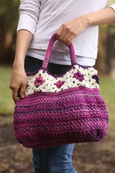 Let's go! This bag was inspired by floral granny squares, which are crocheted first and the rest of the stitches are picked up from them.