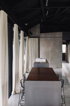 Architectural studio Fearon Hay is once again feeling the love for its design work, winning two awards at this year's World Architecture Festival, including for its design of Auckland Airport's Te Kaitaka 'The Cloak'. Estilo Interior, Interior Styling, Interior Decorating, Interior Minimalista, Interior Architecture, Interior And Exterior, Exterior Design, Küchen Design, House Design