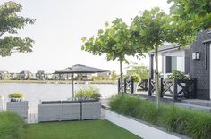 www.buytengewoon.nl minimalistische-tuinen stijlvolle-villatuin-met-schanskorven-en-kunstgras-in-almere.html