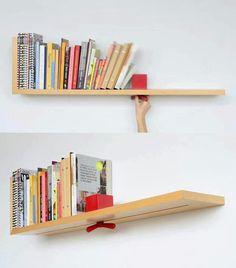Nessa ideia a prateleira tem uma espécie de trilho com um objeto para segurar os livros.