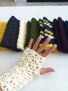 fingerless gloves  Want some fingerless gloves!!!