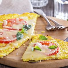 The 3 best gluten-free pizza recipes to top up your antioxidants intake Gaps Diet Recipes, Raw Food Recipes, Veggie Recipes, Low Carb Recipes, Cooking Recipes, Healthy Recipes, Healthy Foods, Cauliflower Crust Pizza, Gluten Free Pizza