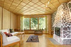 Gullvivevägen 4, Hasslö, Karlskrona - Fastighetsförmedlingen   The celing in this living room is amazing.