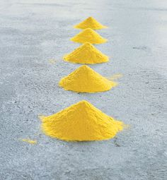 Wolfgang Laib, art made with natural materials (pollen) Op Art, Wolfgang Laib, Yellow Artwork, Appropriation Art, Art Beat, Design Textile, Feminist Art, Environmental Art, Mellow Yellow