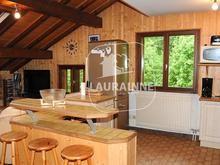Appartement T3 VERCHAIX  Proche ski-bus et commerces, à 5 minutes de la station de ski de Morillon, agréable duplex avec cuisine ouverte sur pièce de vie, 2 chambres, salle de douche avec coin buanderie, parking et caves.