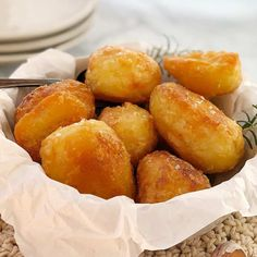 Extra Crispy Oven Roasted Potatoes – crispy and crunchy baked potatoes, glass-li… Extra Crispy Oven Roasted Potatoes – crispy and crunchy baked potatoes, glass-like on the outside but fluffy in the middle. Perfect Roast Potatoes, Mini Potatoes, Potatoes In Oven, Golden Potato Recipes, Roasted Potato Recipes, Roast Recipes, Cooking Recipes, Vegan Recipes, Kitchens
