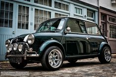 Mini Chic My realistic dream car. Mini in British Racing Green, white stripes and a rally kit. Porsche, Bugatti, Maserati, Classic Mini, Mini Cooper Clasico, My Dream Car, Dream Cars, Jaguar, Austin Mini