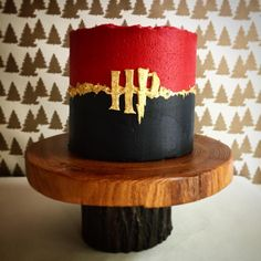 Harry Potter buttercream Gryffindor cake – Presents For Mom Harry Potter Theme Cake, Harry Potter Desserts, Gateau Harry Potter, Harry Potter Wedding Cakes, Cumpleaños Harry Potter, Harry Potter Birthday Cake, Harry Potter Cakes, Artist Cake, Bithday Cake