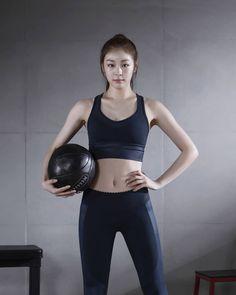 Women Athletes, Kim Yuna, Girls Are Awesome, Swimming Sport, Athletic Women, Sport Girl, Korean Beauty, Figure Skating, Sport Fashion