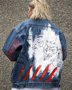 This is one of the best denim jacket DIY ideas! This is one of the best denim jacket DIY ideas! Denim Jacket Diy, Painted Denim Jacket, Painted Jeans, Painted Clothes, Hand Painted, Customised Denim Jacket, Custom Denim Jackets, Leather Jackets, Distressed Denim