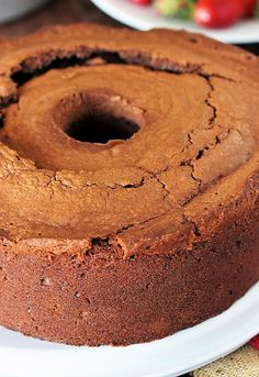Want a chocolate pound cake that actually tastes like chocolate? With its rich chocolate flavor from both cocoa and chocolate syrup in the batter, this Chocolate Pound Cake recipe is for you! Vanilla Pound Cake Recipe, Pound Cake Recipes, Donut Recipes, Pound Cakes, Chocolate Pound Cake, Chocolate Flavors, Chocolate Syrup, Chocolate Recipes, Banana Pudding Cake