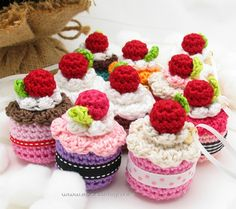 Download Cake Ornament Amigurumi Pattern (FREE)
