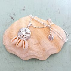 Suze likes, loves, finds and dreams: Sea Week: Sand Dollar Necklace & Earrings Giveaway...