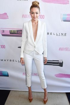 A modelo Gigi Hadid é adepta do decotão, que exige cuidados especiais.