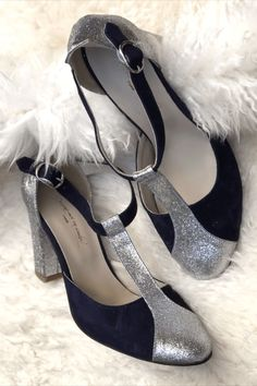 Personnaliser ses chaussures pour des créations uniques et sur-mesure ? C'est possible avec Dessine-moi un soulier! Cliquez sur l'image pour créer vos chaussures comme il vous plaît 🥰 Pour un mariage, tous les jours ou un événement, n'hésitez plus ! Bleu Marine, Comme, Platform, Heels, Fashion, Custom Shoes, Blue Shoes, Blue Velvet, Smooth Leather