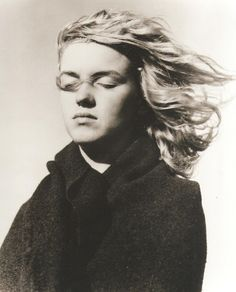 """A very young Marilyn Monroe, no makeup. Photo by André De Dienes  DO PHOTOS LIKE THESE WITH THE GIRLS """"I AM BEAUTIFUL BECAUSE..."""""""
