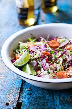 Skulle jeg vælge en slags mad for resten af livet, så er der ingen tvivl om, at det blev det mexicanske køkken. Krydderier, chili, lime, grill, friske, sprøde råvarer i en herlighed – der er ikke et øje (eller mundvige) tørt. Det var der heller ikke i weekenden, hvor min Bette Bror skulle have fejret...Læs Mere »
