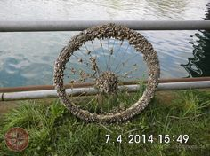 Fahrradreifen mit Muscheln - Dortmund-Ems-Kanal am GHT-Hafen, 07.04.2014 - Dortmund-City - lokalkompass.de