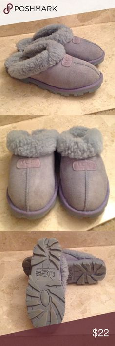 💙 ' UGG's by Australia' - Blue Suede Shoes Genuine Sheepskin lining UGG's. Size 9. Blue Leather/ Suede with the UGG's insignia on the top. The flaws on these Authentic shoes: a tiny scratch on top of the right shoe and when you slip your foot inside you can feel the 'indents' of the toes against the shearling. This can be fixed by either wearing socks with these or inserting a foot pad deep inside for a smooth feel. Price drastically reduced as a result. Otherwise these are in very good…