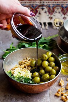 To make these marinated olives, mix all the ingredients, pour pomegranate molasses into the bowl and mix well. Tapas, Fingers Food, Olive Recipes, Olive Mix Recipe, Marinated Olives, Pomegranate Molasses, Arabic Food, Arabic Dessert, Arabic Sweets