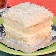 Faça você mesmo um bolo molhadinho de coco. - Ingredientes: 1 vidro de leite de coco (200ml) 1/2 xícara (chá) de leite 3 ovos 2 xícaras…