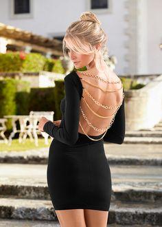 Cu lanțuri decorative la spate, decolteu adânc, mâneci lungi și guler ridicat. Cu accent pe spate! Lungimea la măr. 38 este de cca. 86 cm. material superior: 85% poliester, 15% elastan, căptuşeală: 100% poliester Look Fashion, Womens Fashion, Ideias Fashion, Leather Skirt, Mini Skirts, Bodycon Dress, Superhero, How To Wear, Dresses