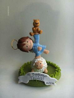 Hermoso! Clay Angel, Polymer Clay Christmas, Baptism Favors, First Holy Communion, Clay Figures, Pasta Flexible, Cake Toppings, 1st Birthdays, Cold Porcelain