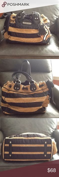 🔥Juicy Courtre Handbag🔥 Gorgeous Black and Tan Handbag with Gold Threading Weaved into the Tan.  Like New Condition Measurements are 13 X 10 1/2 Juicy Couture Bags Shoulder Bags
