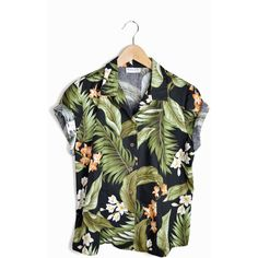 Vintage 80s Floral Hawaiian Shirt in Black & Green - m/l (2.420 RUB) ❤ liked on Polyvore featuring tops, shirts, t-shirts, blouses, green shirt, green top, hawaiian shirt, green checkered shirt and vintage floral shirt