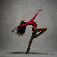 Happy Today we're celebrating Pennsylvania Ballet apprentice Nardia Boodoo! (Photo by NYC Dance Project) Dance Photography Poses, Dance Poses, Black Dancers, Ballet Dancers, Ballet Class, Dance Project, Ballerina Project, Belly Dancing Classes, Black Ballerina